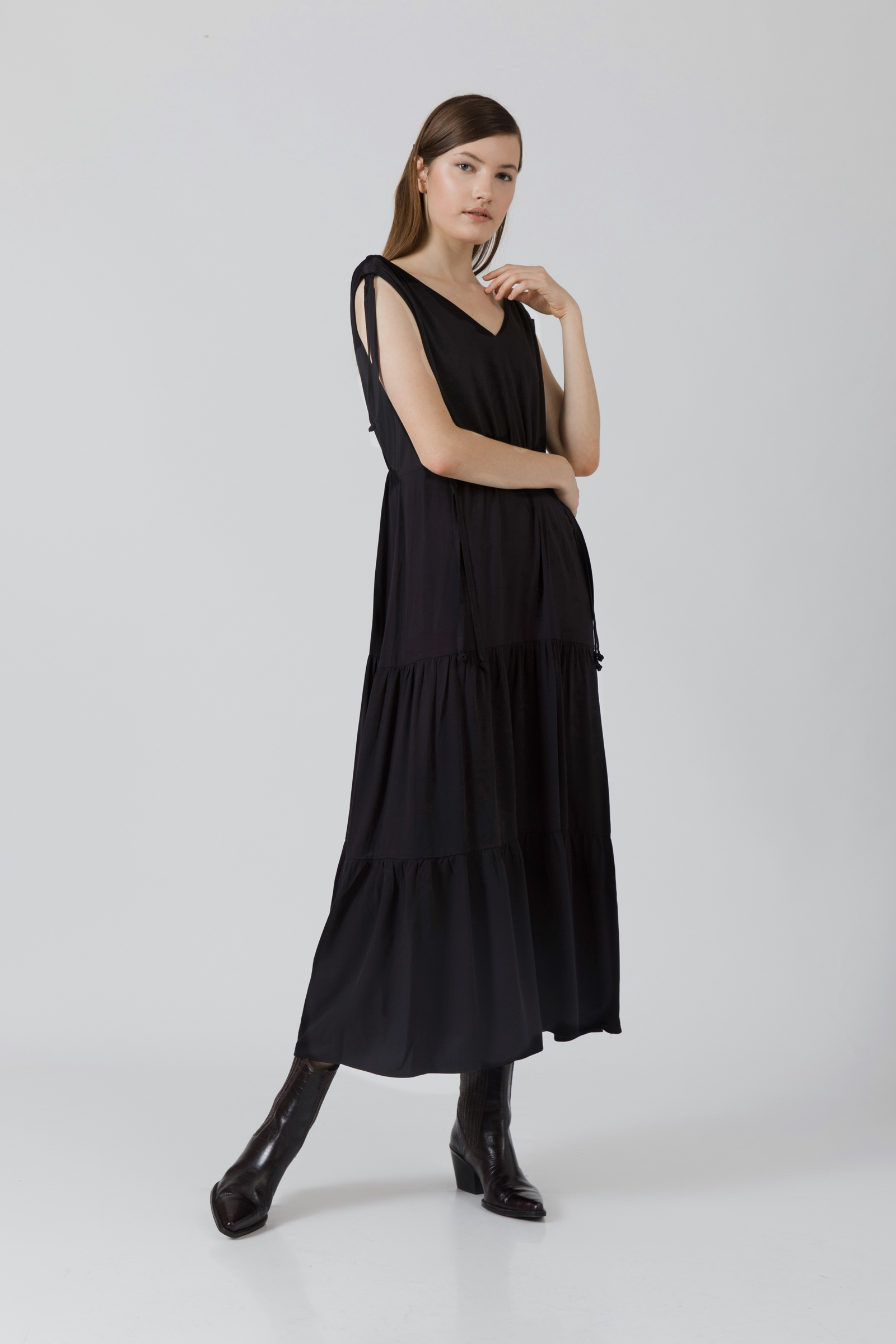 Picture of Aphrodita MaxiDress Black