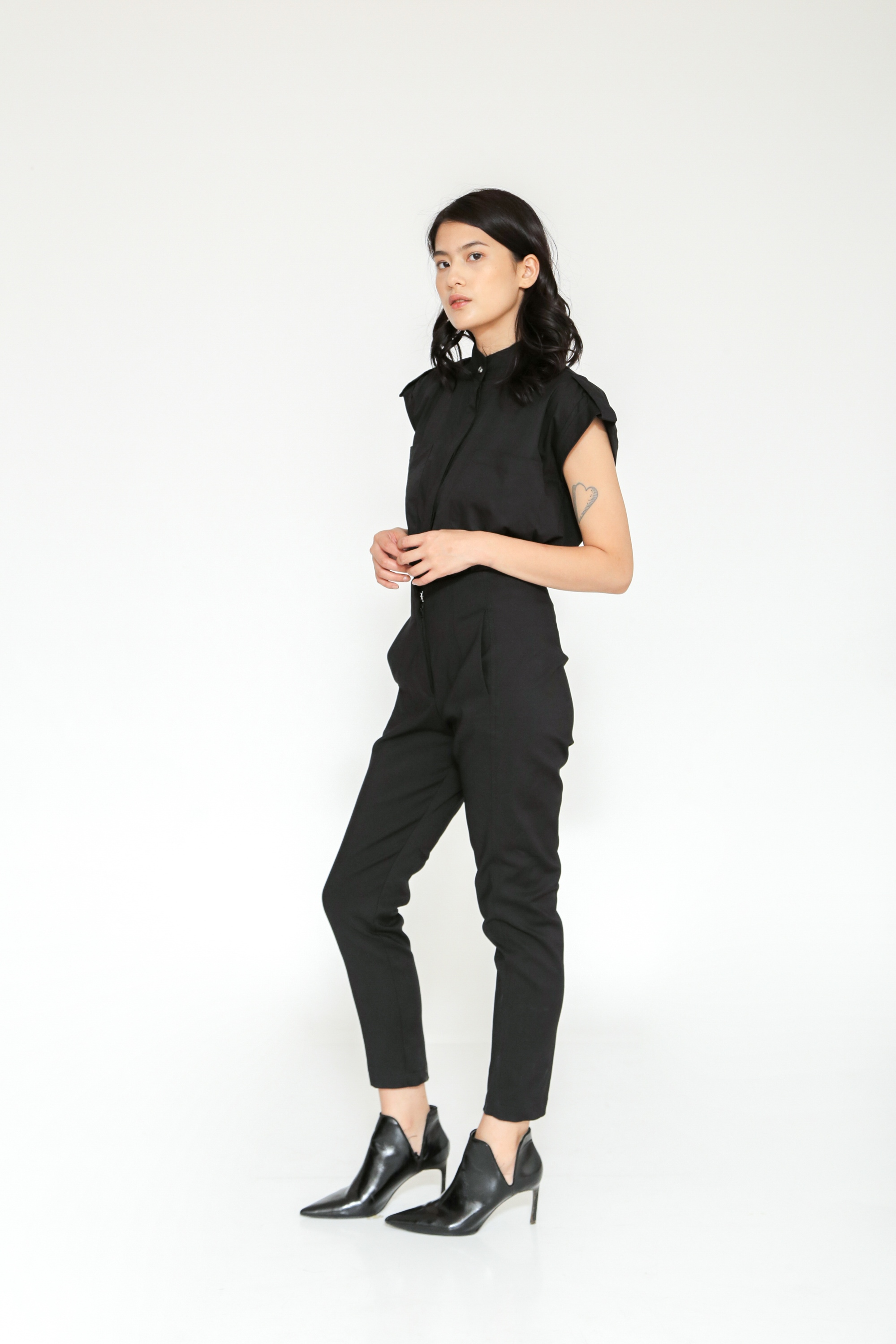 Picture of ERVIN HIGHWAIST PANTS  BLACK