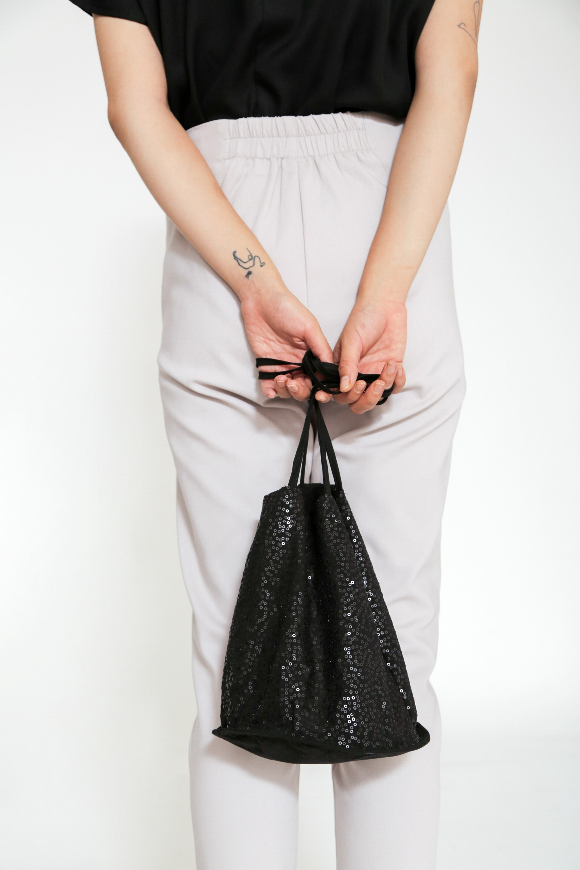 Picture of CALLAERA SLING BAG SHINNING BLACK