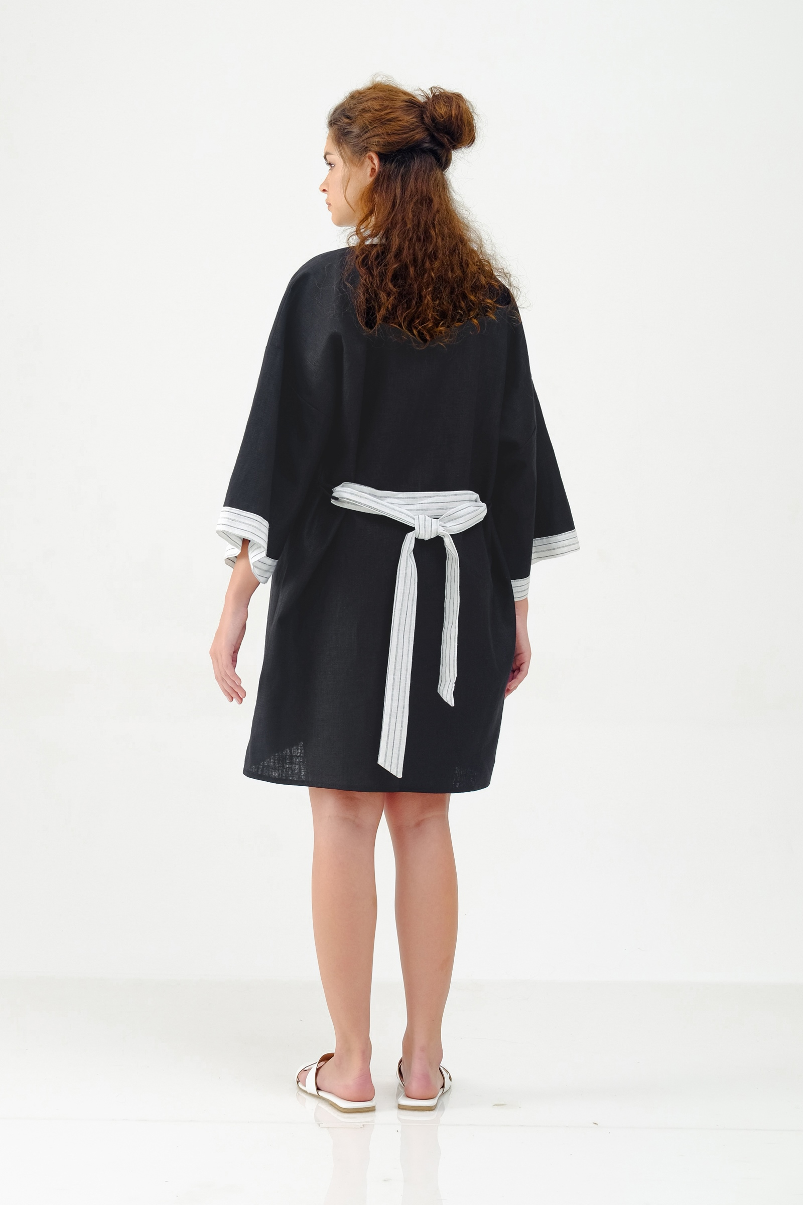 Picture of LIBBY LONG ROBE BLACK STRIPES X POURIE