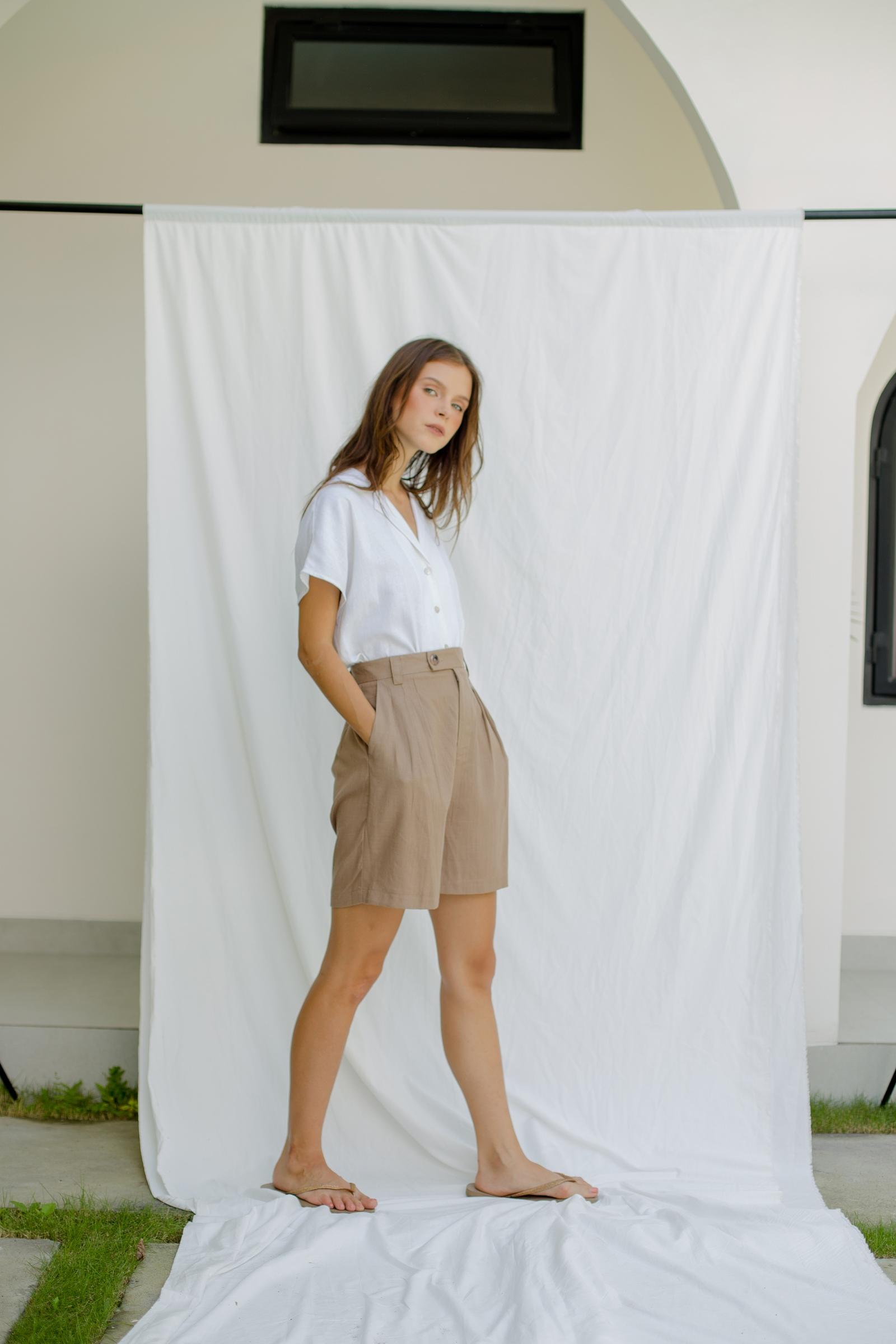 Picture of Regina Short Pants Walnut
